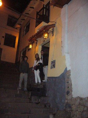 Orquidea Real Hostal :                   ENTRADA HOSTAL