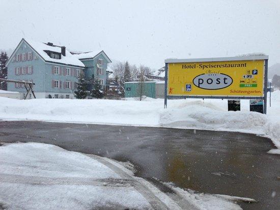 Hotel Post:                   Das Schild ist nicht zu übersehen ;-)