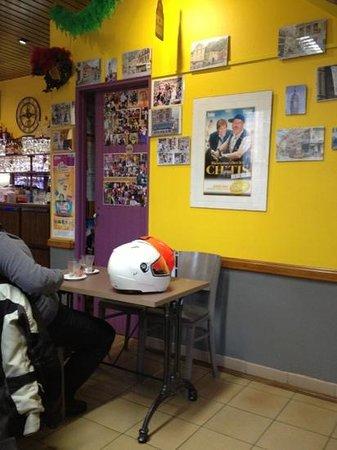 Café de la Poste : mur des souvenirs