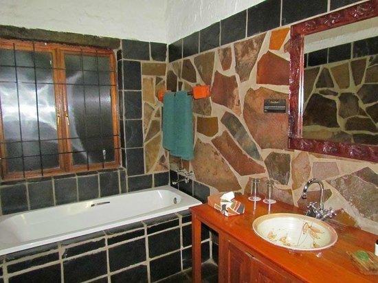 โรงแรมมิสตี้ ฮิลล์ คันทรี: Salle de bain