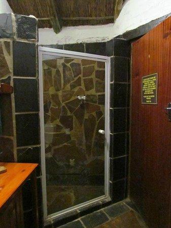Misty Hills Country Hotel: Salle de bain