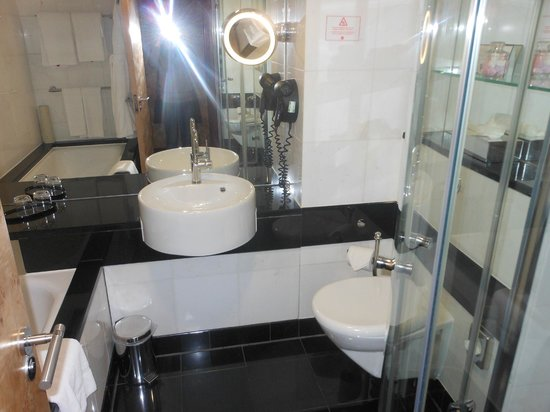Grange St. Paul's Hotel:                   Bathroom
