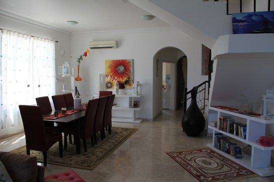 Lanavilla Guest House: Living room