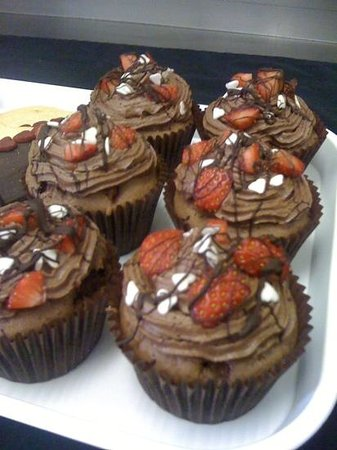 West Shore Beach Cafe:                                     wow gorges chocolate & strawberry cup cakes!