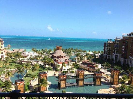 Villa del Palmar Cancun Beach Resort & Spa: Zama's restaurant in the center of the grounds
