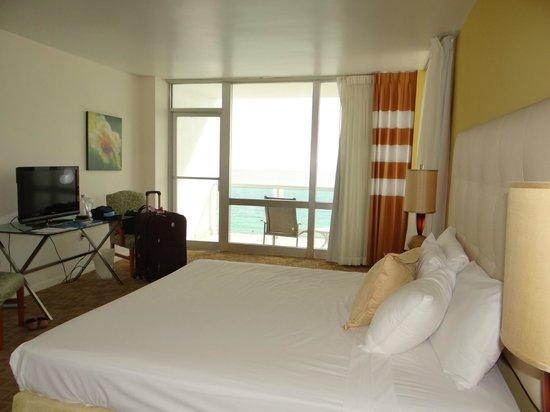 Deauville Beach Resort:                                     Room