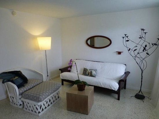 Casa Morada: Gumbo limbo sitting area