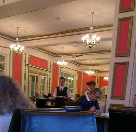 Grand Metropole Hotel:                                     Hallway