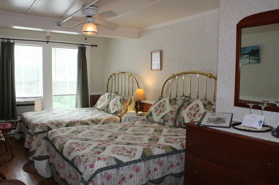Cranmore Mountain Lodge Bed and Breakfast: Room 6 with 2 double beds