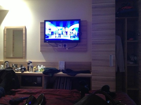 Holiday Inn London - Kensington:                   Good quality Tv