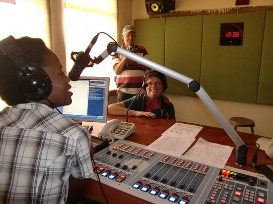 Sefapane Lodge and Safaris:                   Excursie naar Radiostation in de Townships