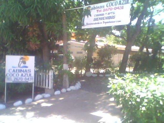 Cabinas Coco Azul: Entrance