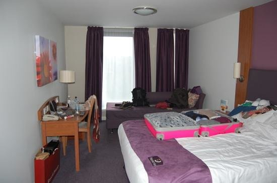 Premier Inn Edinburgh City Centre (Princes Street) Hotel:                   room 417