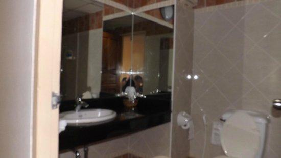 Bella Villa Prima Hotel: Das Bad