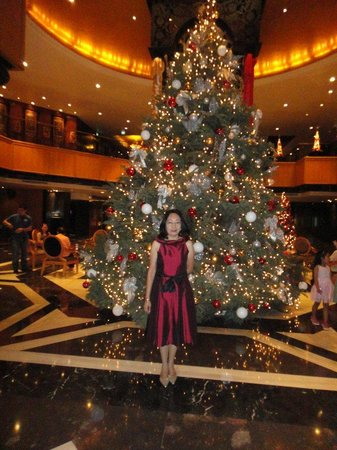 Orchard Hotel Singapore:                   Hotel lobby during Christmas time