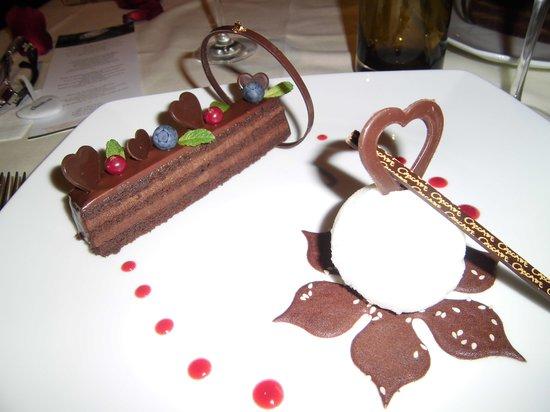 Cascade Wellness & Lifestyle Resort:                   Dessert beim Valentins-Menue
