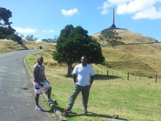 One Tree Hill (Maungakiekie) : Les and I