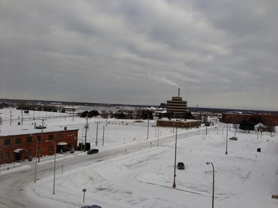 Holiday Inn Muskegon:                   view from our 6 floor window. lake muskegon to the left.