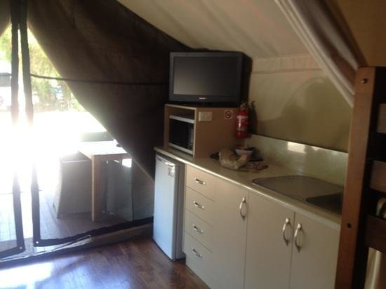 Discovery Parks - Dubbo :                   Kitchen Serengeti Tent 2