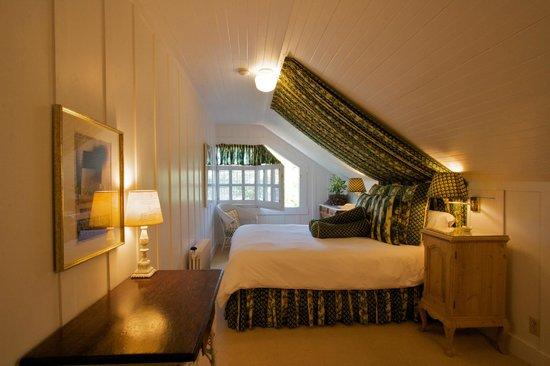 Sea View Inn: Room #2 Queen Bed - Shared Bath