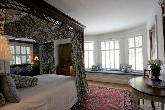 Sea View Inn: Room #7 Queen Bed Private Bath