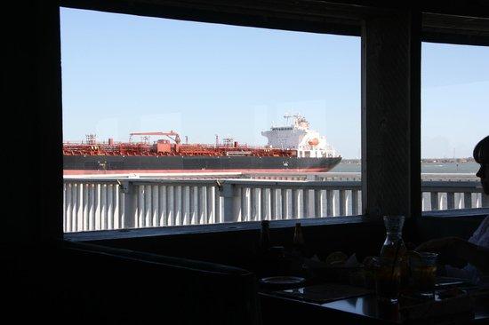 Monument Inn: Houston Ship Canal Traffic