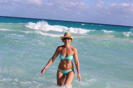 Iberostar Quetzal Playacar: Playing in the waves!