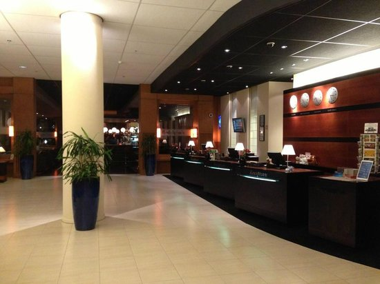 Radisson Blu Hotel Amsterdam Airport: Reception desk
