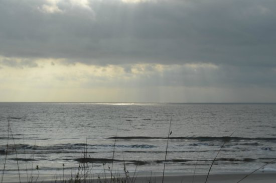 Hampton Inn & Suites Jekyll Island:                                     Looking out over the Atlantic from the board walk
