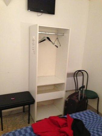 Le Littoral:                   franchement le meuble en contre plaqué fait vraiment peine