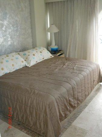 بلو تشيرز ريزورت باي ذا سي:                   Room 302 King bed                 