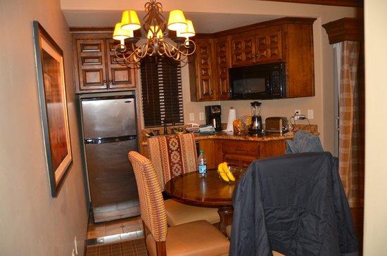Sedona Summit Resort: small kitchen.. large chairs