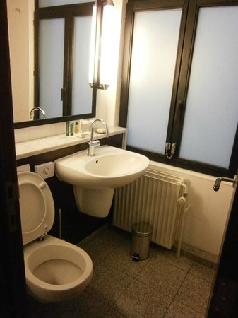 Hilton Brussels City: toilet