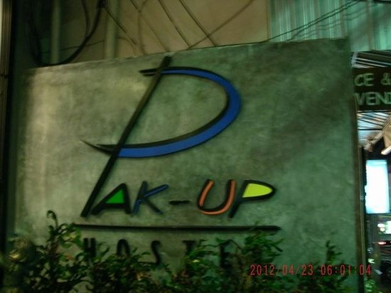 Pak-Up Hostel: Sign