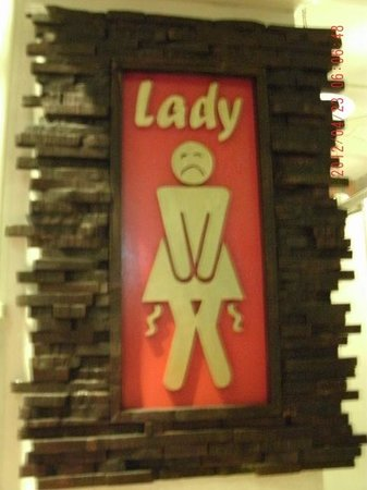 Pak-Up Hostel: Quirky bathroom sign