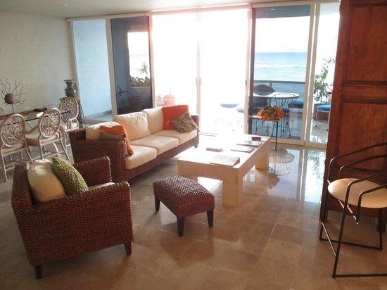 Puesta del Sol Condominiums:                   Comfortable, clean living and dining area