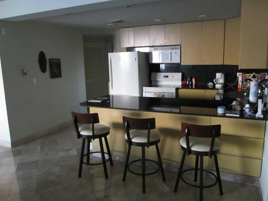 Puesta del Sol Condominiums:                   Nice kitchen with seating