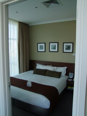 Clarion Suites Gateway:                   Bedroom