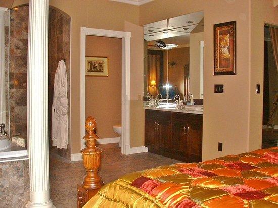 Inn-Nature Retreat & Spa: King en-suite Grand Villa Vacation Rental