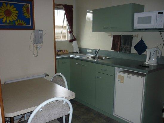 Alexandra Motor Lodge: Kitchen
