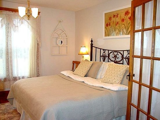 Sonora Gardens Farmstead Bed and Breakfast: Enjoy a relaxing stay at our 1912 B & B.