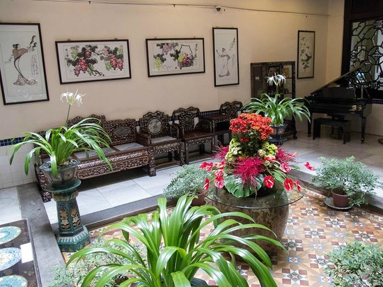 Hotel Puri:                   Exquisite traditional architecture & furniture