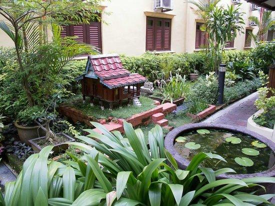 Hotel Puri:                   Calm hotel gardens