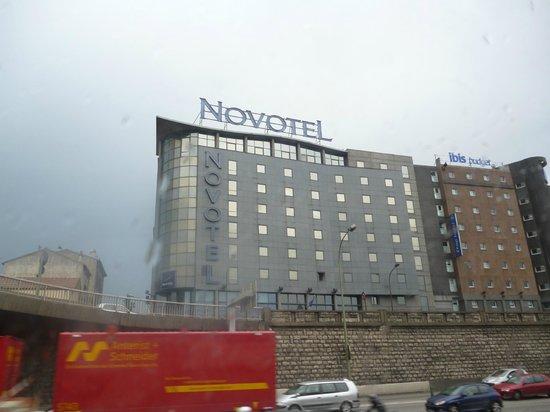 โนโวแตล ปารีส์ ตูร์ ไอเฟิล โอแตล:                   Vista exterior de uno de los hoteles de Paris.