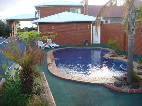 Comfort Inn The International: A small pool