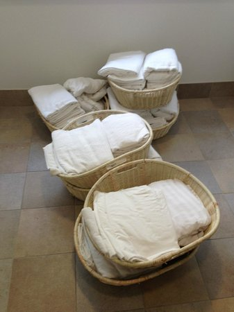 Hotel Indigo Fort Myers River District: housekeeping baskets....give them a cart
