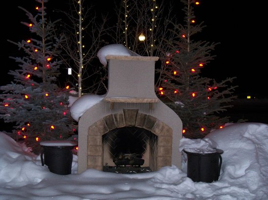 Rustic Inn Creekside Resort and Spa at Jackson Hole:                   Outside fireplace