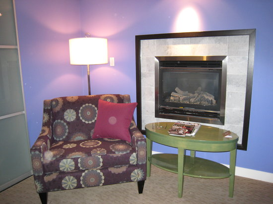 Opus Hotel: Gas fireplace (room 701)