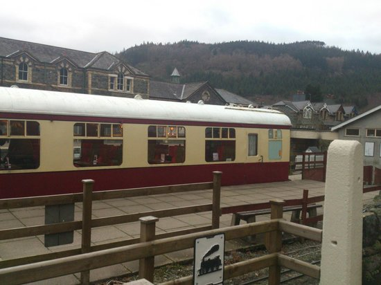 Maes-y-Garth: Betws y Coed train station