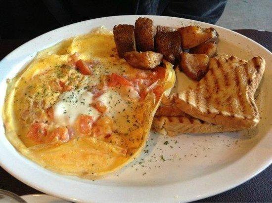 Lemoni Cafe : Caprese Omelette (Brunch on Sunday) - Delicious!
